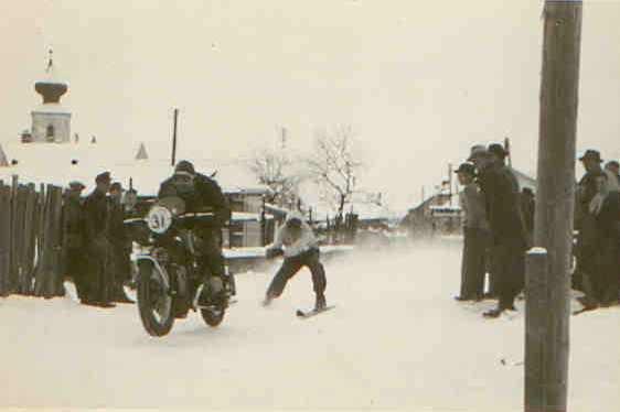 Rudolf Schwaiger beim Skijöring in St. Veit/Gölsen