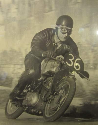 Hans Knittl untgerwegs auf NSU Sportmax 250 im Ledergewand von Rupert Hollaus