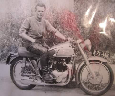 Hans Knittl auf einer NORTON 88 Dominator